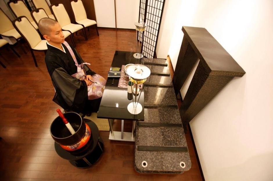 Los hoteles para cadáveres son instalaciones transitorias donde los fallecidos esperan su turno para ser cremados. (Foto: actualidad.rt.com)