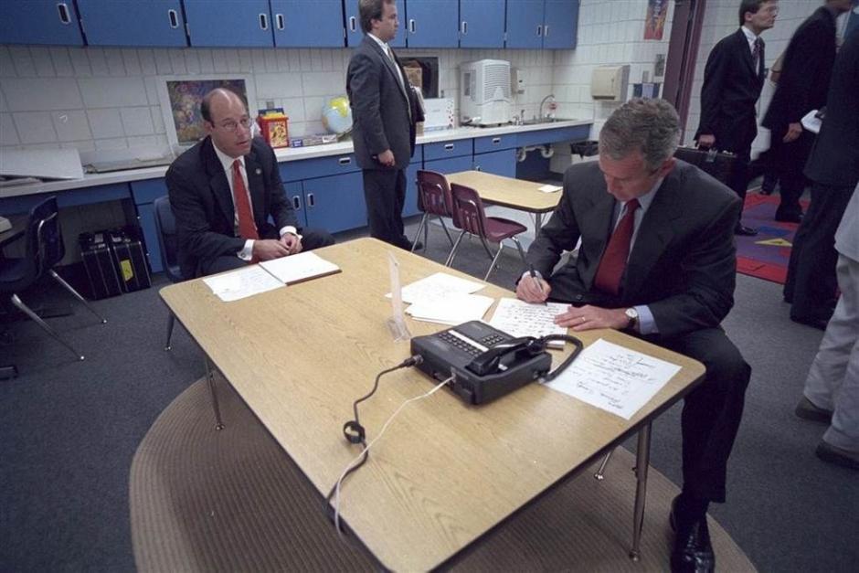 George W. Bush se enteró de los ataques en la escuela primaria Emma E. Booke de Sarasota, Florida. (Foto: Eric Draper/Biblioteca presidencial y museo George W. Bush)