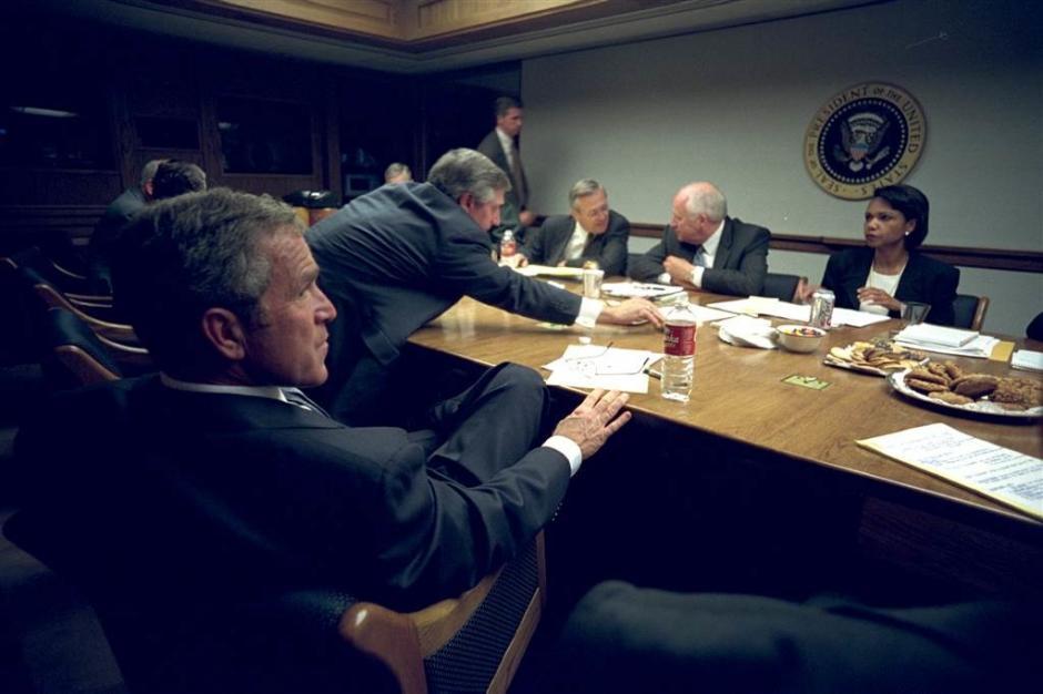 Tras enterarse de los atentados, Bush reunió a su equipo de trabajo para tomar decisiones. (Foto: Eric Draper/Biblioteca presidencial y museo George W. Bush)