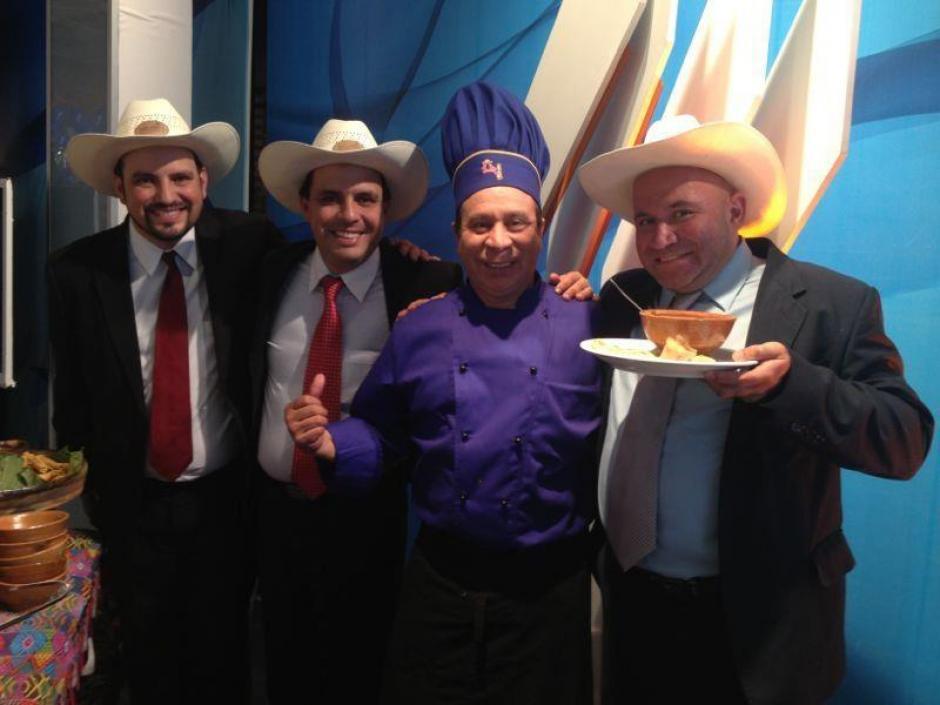 El chef Domínguez, con los Tres Huitecos. (Foto: Facebook)
