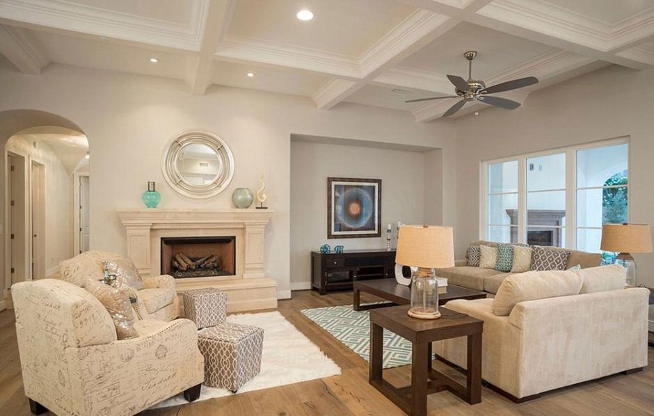 Esta es la sala de la nueva casa de Michael Phelps. (Foto: Infobae)