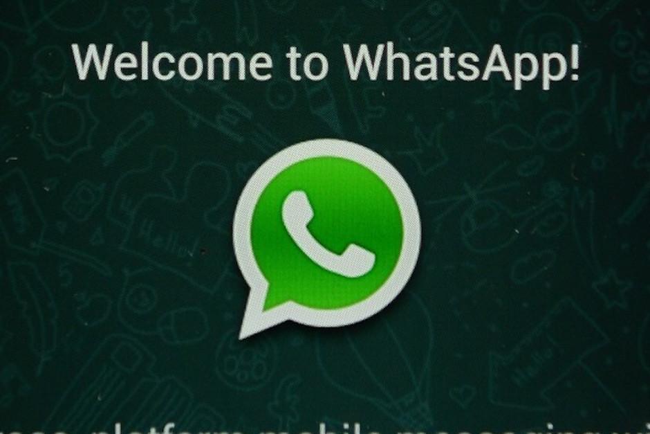 """Nueva estafa ronda WhatsApp y roba tus contactos: """"¿Quién visita tu perfil?"""" (Foto: AFP)"""