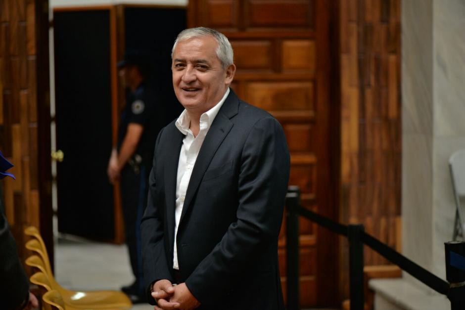 El expresidente Pérez Molina se mostró de mejor estado de ánimo que en otras ocasiones. (Foto: Wilder López/Soy502)