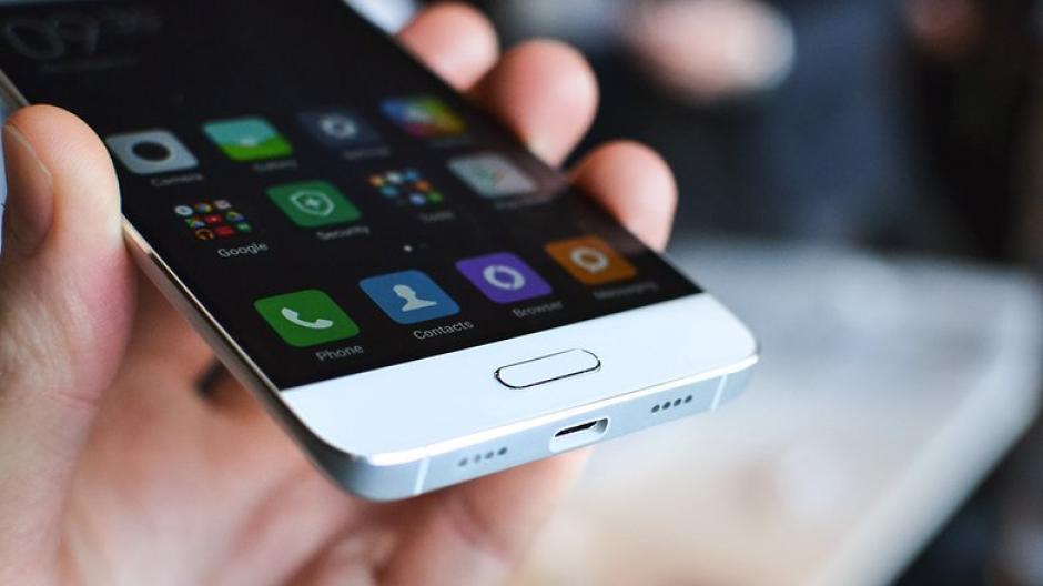 Cuenta con un lector de huella digital para su activación. (imagen: androidpit.es)