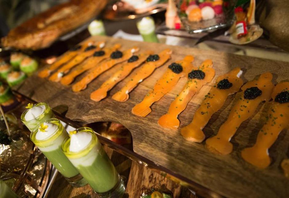Salmón ahumado con caviar de beluga en forma de premio Óscar (EFE/EUGENE GARCÍA)