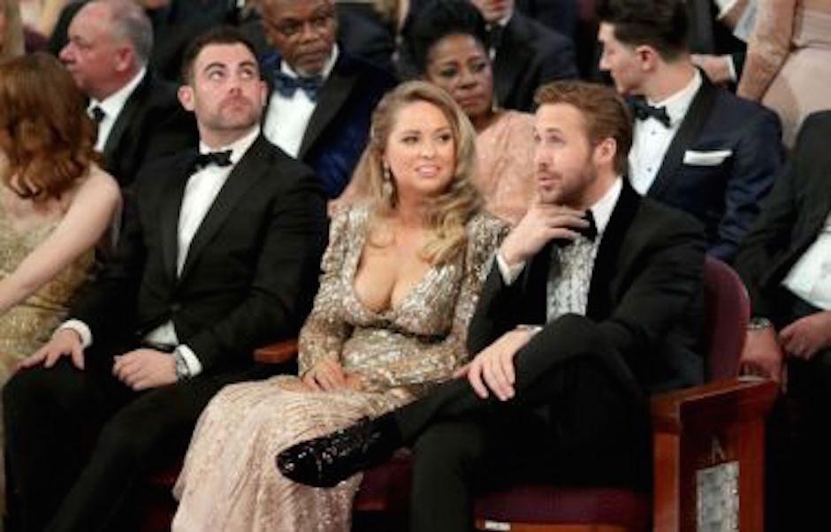 Gosling fue acompañado de una despampanante rubia a la ceremonia de los Premios Óscar. (Foto: analitica.com)