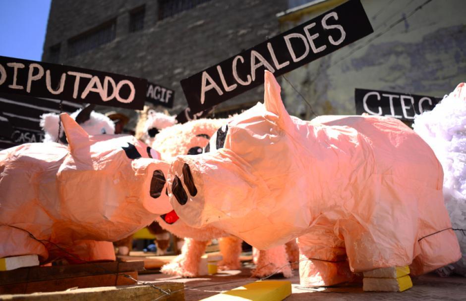 Esta carroza denuncia la corrupción en alcaldías y el Congreso de la República.(Foto:Jesús Alfonso/Soy502)