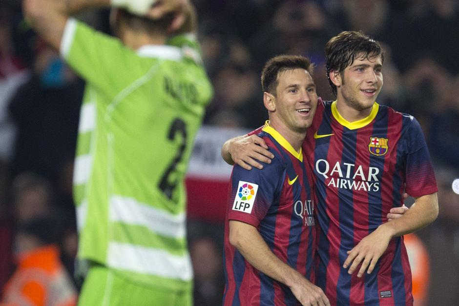 Sergio Roberto celebra con Messi uno de sus tantos ante el Getafe por la Copa del Rey
