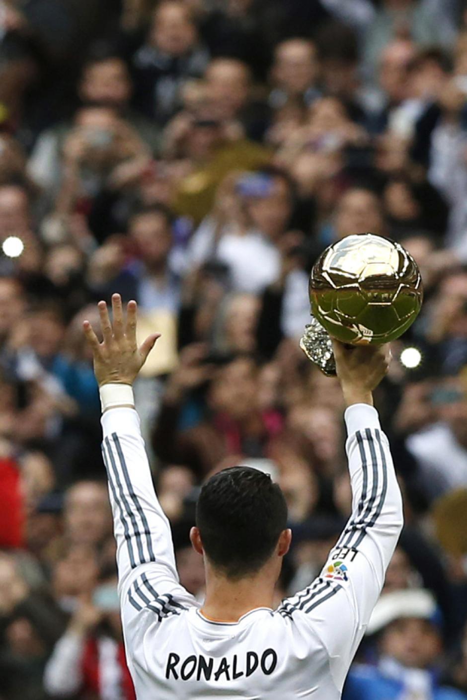 Cristiano Ronaldo consiguió el Balón de Oro 2013, el segundo de su carrera tras ganar el de 2008. (Foto: Javier Lizón/EFE)