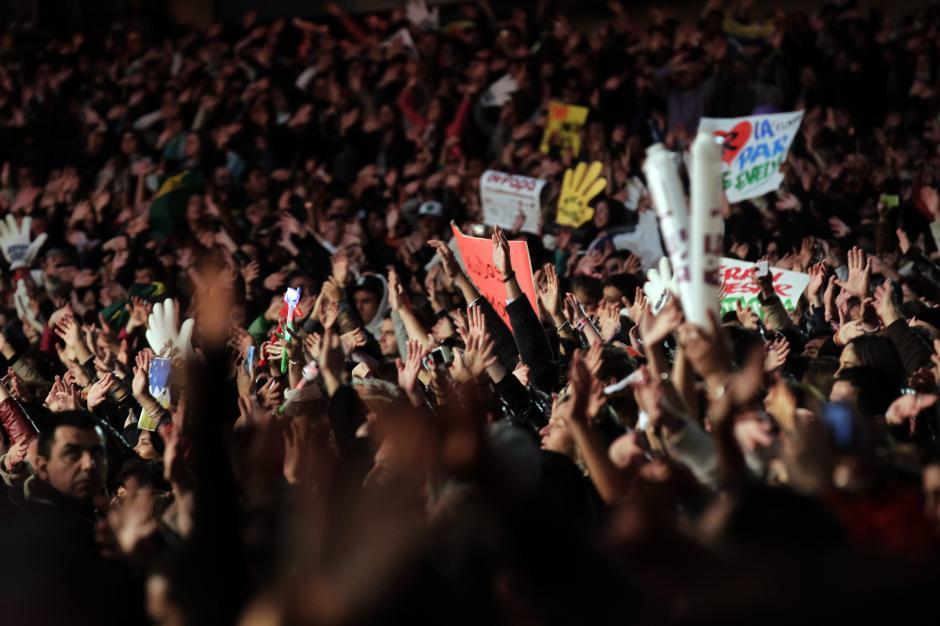 """Finalmente, la cuarta presentación de Ricky Martín sobre la Quinta Vergara cerró con """"Tal vez"""", la que fue coreada por un público rendido ante la lluvia de éxitos que el cantante dejó en Viña 2014. (Foto: EFE)"""