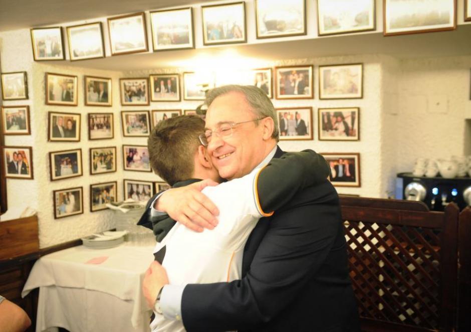 El pasado 2 de abril, en el encuentro ante el Borussia de Dortmund, David conoció al astro del Madrid en persona y le llevó varios regalos de recuerdo. El joven también saludó a Florentino Pérez. (Foto: FAKT)
