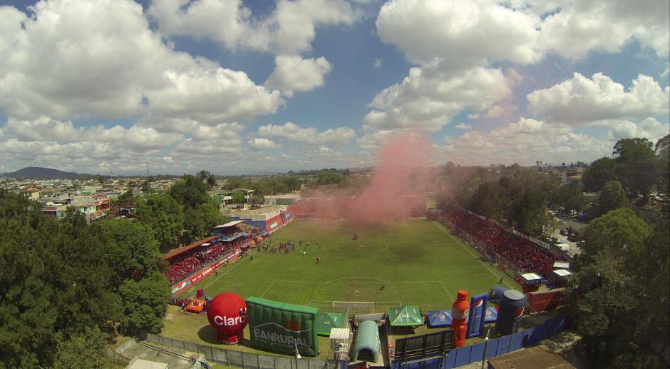 """Municipal remodeló el estadio """"El Trébol"""", ahora pueden recibir a unas 10 mil personas en los graderíos. (Foto: Nuestro Diario)"""
