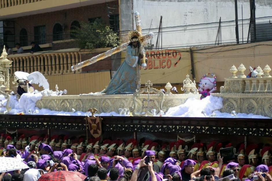 Jesús Nazareno de los Milagros encabeza uno de los cortejos procesionales más largos de la Semana Santa: sale a las 7 de la mañana y regresa a media noche. (Foto: Raúl Illescas).