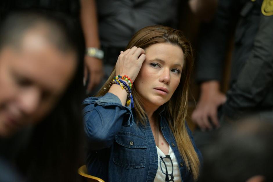 Daniela Beltranena ha tratado de mostrarse menos ante la prensa que cubre las audiencias. (Foto: Wilder López/Soy502)