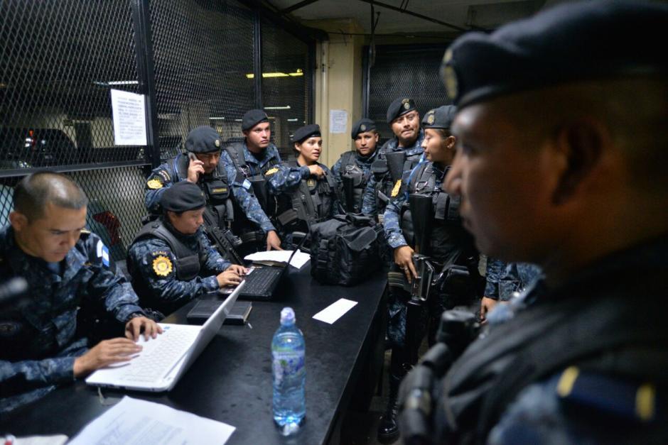 Llegan a la Torre de Tribunales los primeros detenidos por el MP y CICIG. (Foto: Wilder López/Soy502)