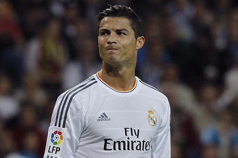 El delantero luso Cristiano Ronaldo muestra su enojo al final del encuentro.
