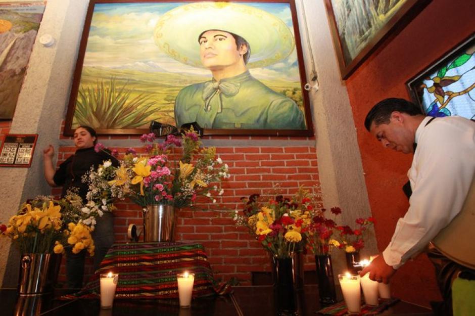 Los homenajes a la memoria de Juan Gabriel se ven en varios puntos de México y Estados Unidos. (Foto: AFP)