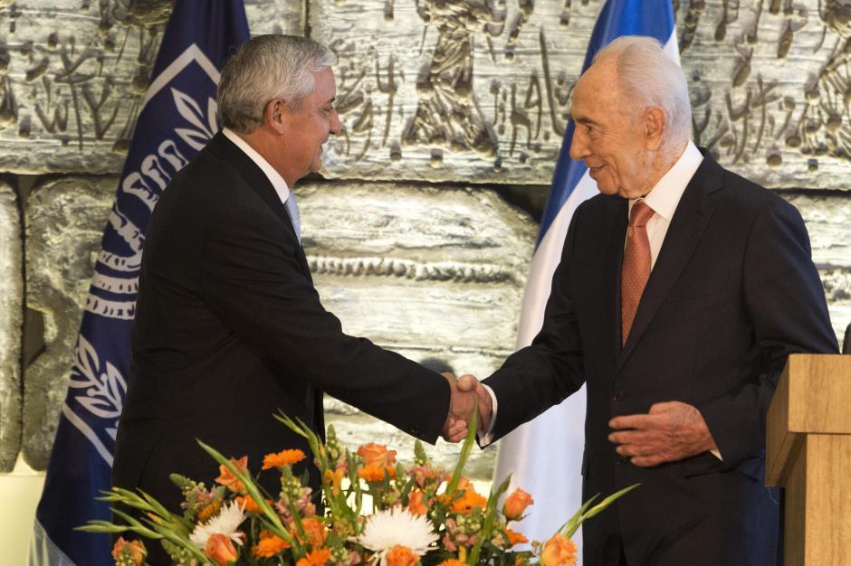 El presidente guatemalteco en reunión con su homólogo Simon Peres. Foto EFE