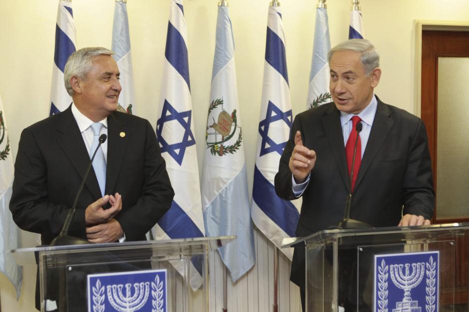 En conversación con el primer ministro Benjamin Netanyahu. Foto EFE
