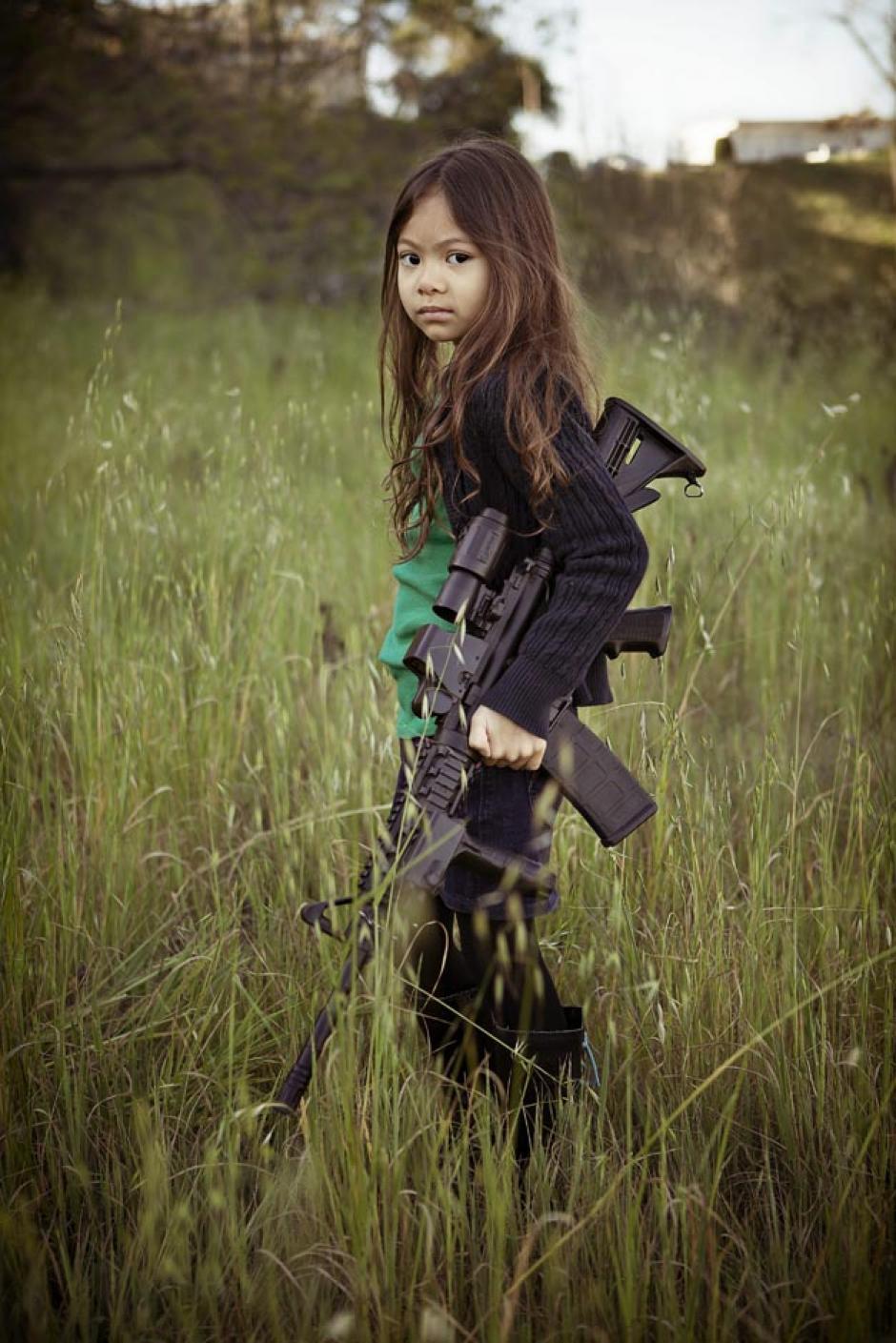 El fotógrafo busca hacer conciencia sobre la venta y el uso de armas de fuego