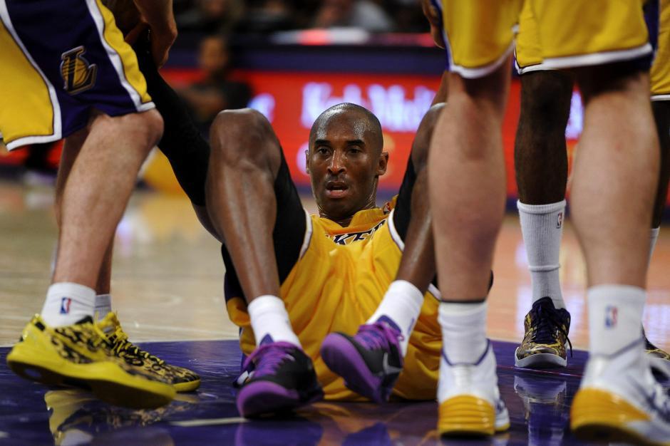 Kobe Bryant regresó a jugar con los Lakers tras superar una lesión