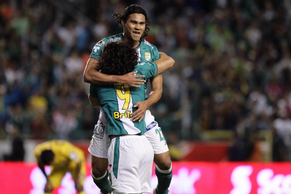 Carlos Peña celebra su anotación ante el América. El León derrotó 2-0 a las Águilas