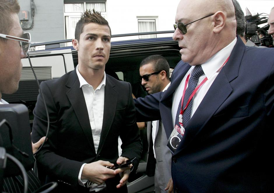 El futbolista portugués del Real Madrid, Cristiano Ronaldo, llega a la inauguración CR7 Museo, en Funchal, Isla de Madeira, Portugal. (Foto: EFE)
