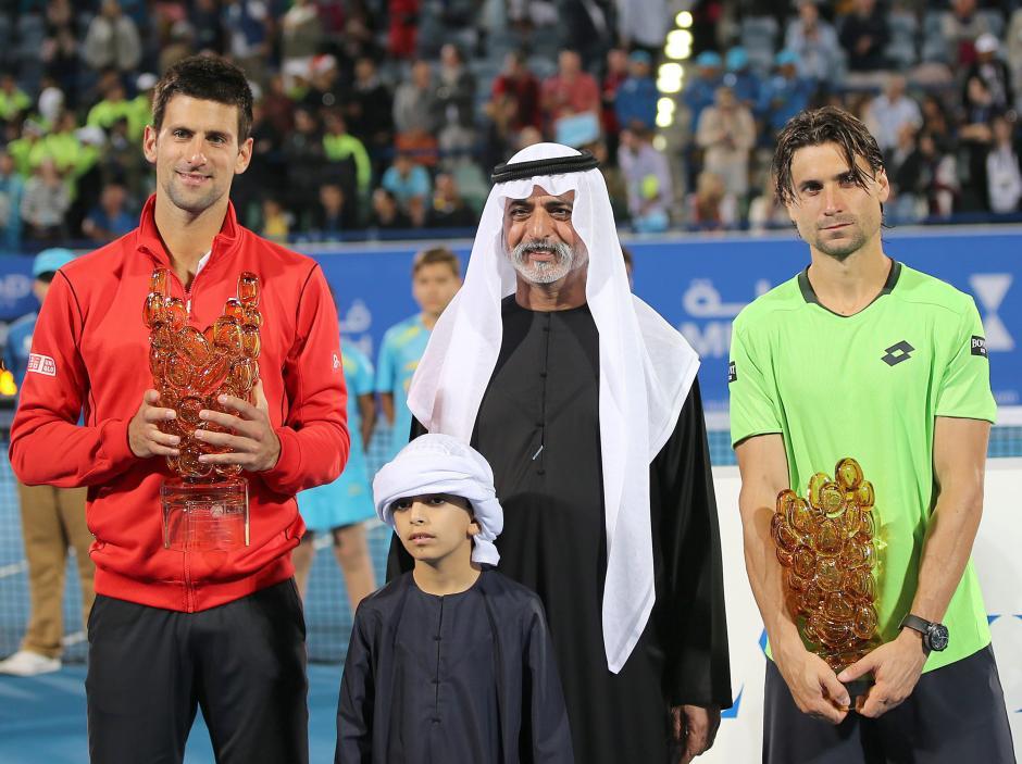 Con un gran saque, una derecha acertada y sobre todo una gran presencia en toda la pista, Ferrer mantuvo a raya al número dos del mundo durante gran parte del encuentro. (AFP)