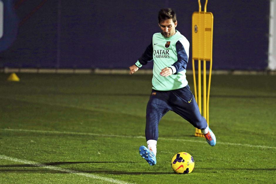 Lionel Messi regresó a Barcelona y ya se encuentra entrenando junto a sus compañeros, tras lesionarse el 10 de noviembre en un juego de liga ante el Betis