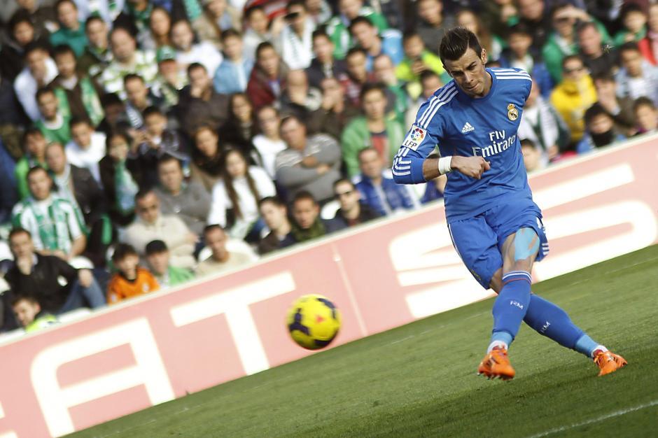 El gáles Gareth Bale marcó el segundo gol con un impresionante tiro libre. (EFE)