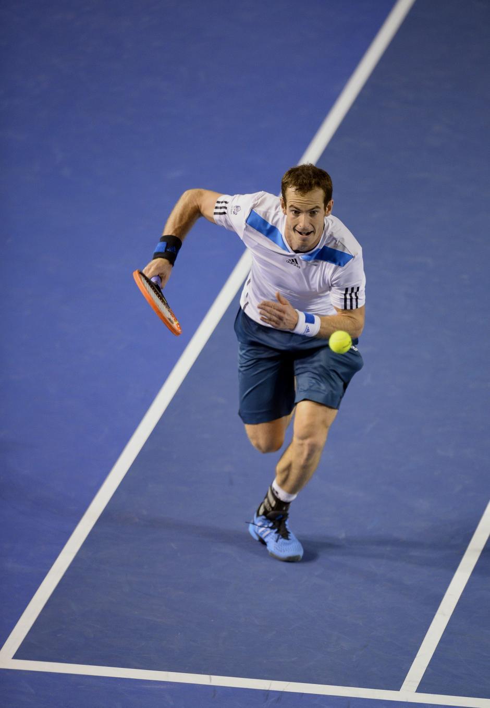 Andy Murray no pudo contra un Roger Federer inspirado, el britanico gano solo un set de los cuatro disputados.EFE/Franck Robichon