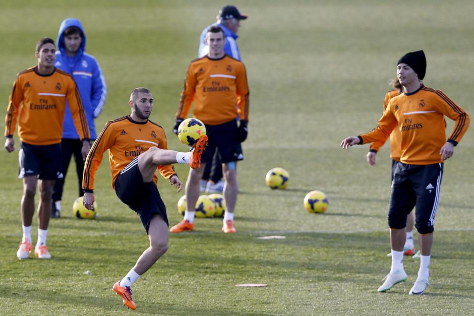 Varane, Benzema, Bale y Cristiano Ronaldo durante el último entrenamiento del Real Madrid previo a jugar ante el Granada