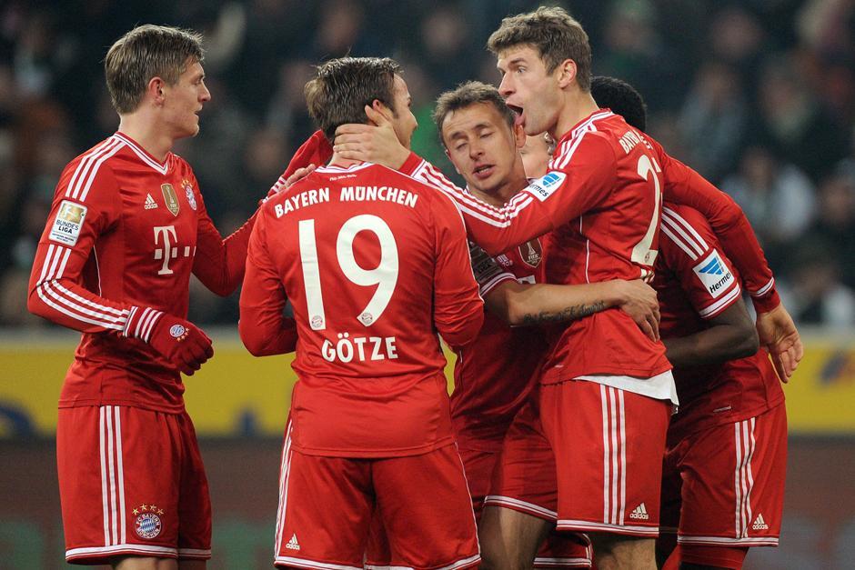 Los jugadores del Bayern Munich celebran el definitivo 2-0 marcado por Thomas Müller al minuto 53 desde el punto de penal