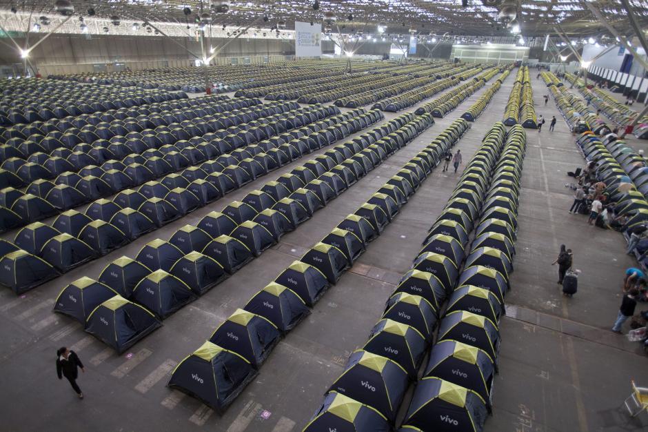 """Las carpas listas para que descansen los participantes de la séptima edición de la Campus Party Brasil que arrancó en Sao Paulo bajo el lema """"El Internet de las cosas"""" (Foto: EFE/Sebastiäo Moreira)"""