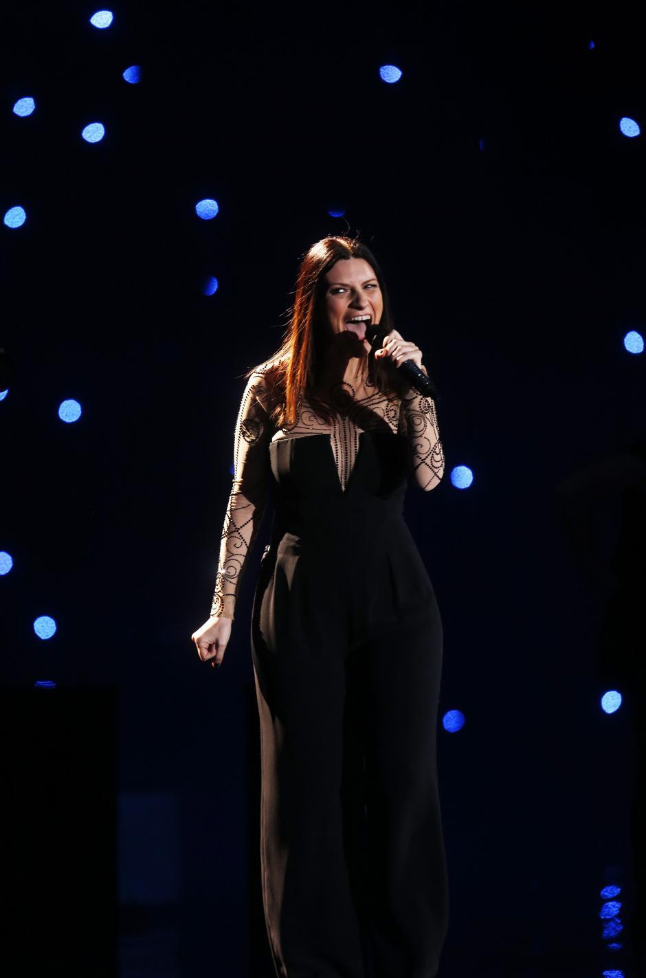 La cantante italiana Laura Pausini fue el número inagural del segundo día del festival, logrando conquistar al público de la Quinta Vergara; la artista cantó los éxitos que por 20 años la han acompañado. (Foto: EFE/Felipe Trueba)