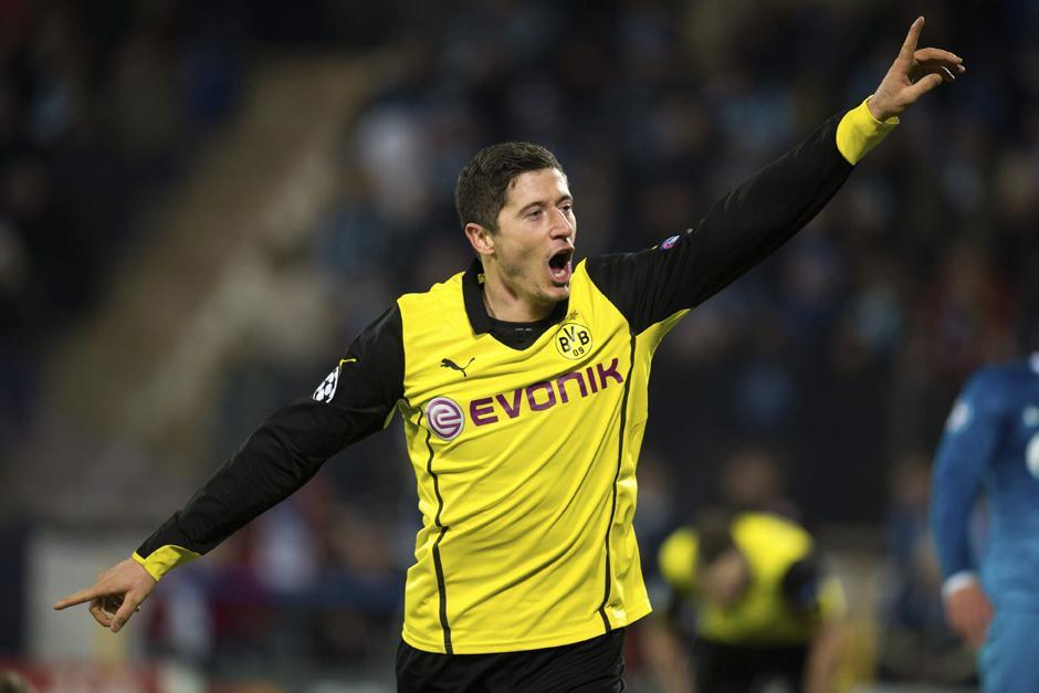 Lewandowski anotó un doblete y con esto llegó a 17 tantos en tan solo 26 juegos disputados en la Champions. (Foto: AFP)