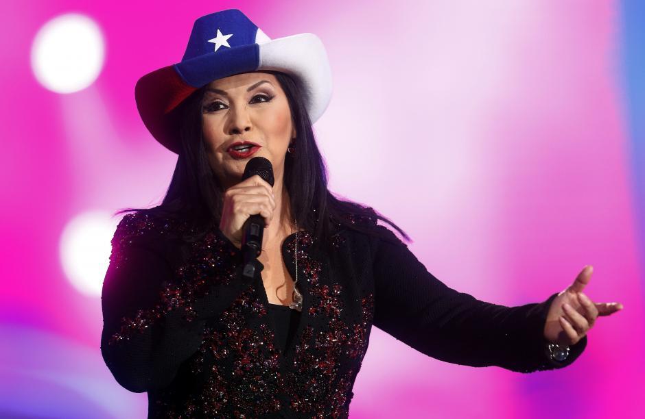 La cantante mexicana Ana Gabriel se presentó, durante la tercera jornada del Festival y fue una de las artistas más ovacionadas. (Foto: EFE/Felipe Trueba)