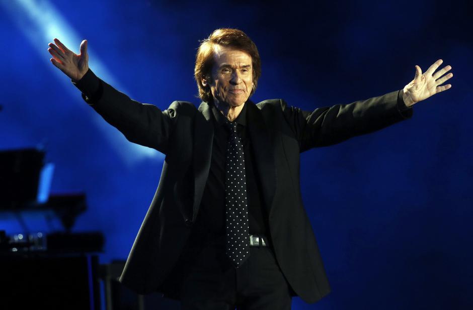 El cantante español Rafael, durante su concierto en la tercera jornada del Festival. El público en la Quinta Vergara se rindió ante la entrega del cantante que celebra 50 años de carrera artisitica. (Foto: EFE/Felipe Trueba)
