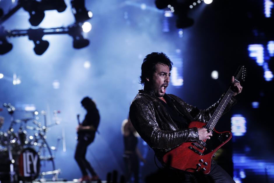 El grupo chileno La Ley y su vocalista Beto Cuevas se unieron luego de varios años de haberse separado; el público de la Quinta Vergara no dejó de gritar hasta que se les entregaron los máximos galardones en el escenario. (Foto: EFE/Felipe Trueba)
