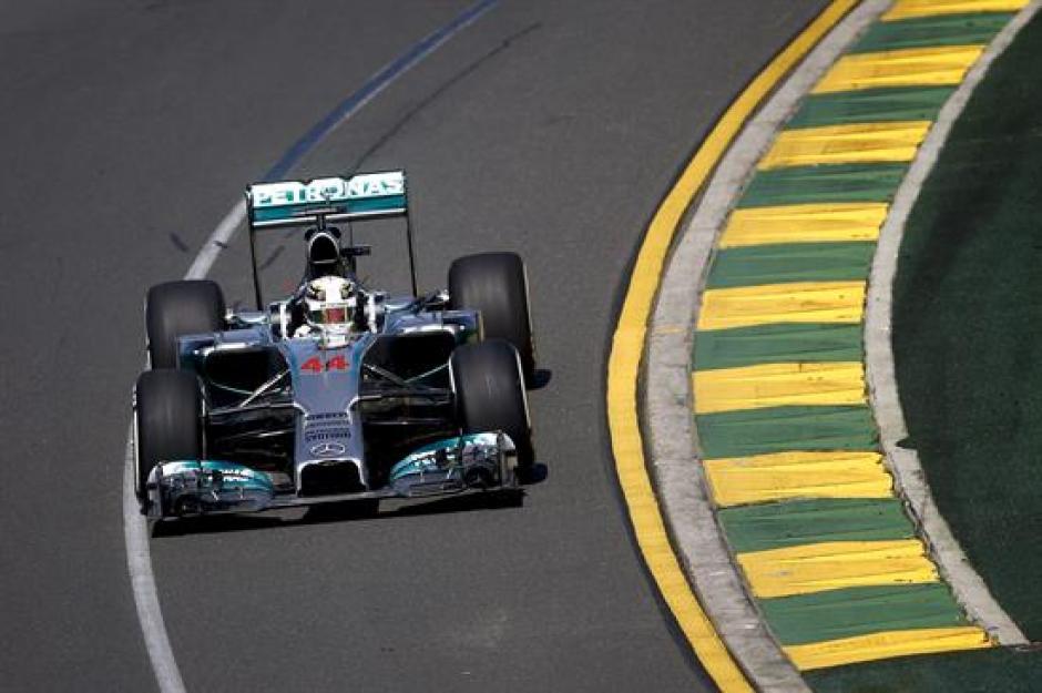 Lewis Hamilton logró la primera pole position de la temporada. (Foto: EFE)
