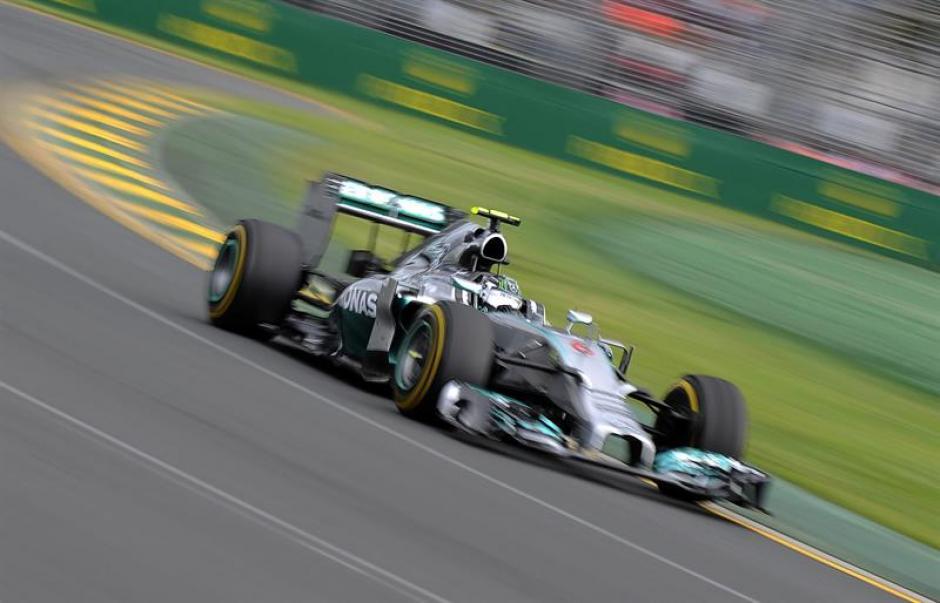 Nico Rosberg a bordo de su Mercedes dominó la prueba en Autralia y se llevó el primer Gran Premio de F1 del 2014. (Foto. AFP)