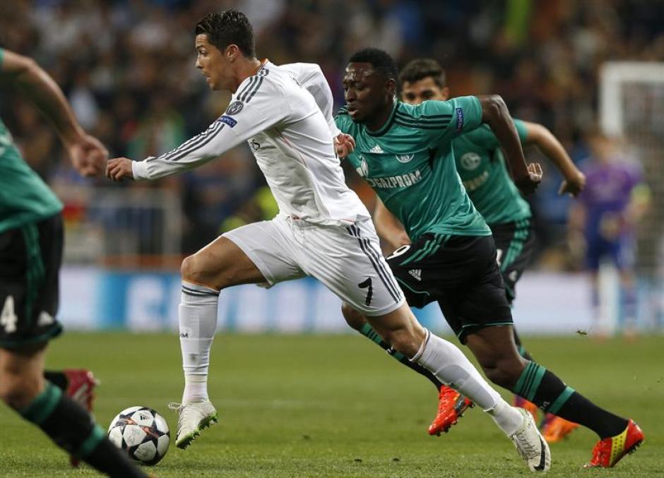 Cristiano Ronaldo comandó nuevamente el ataque del Real Madrid, pese a que la serie contra el Schalke estaba resuelta.(Foto: EFE)