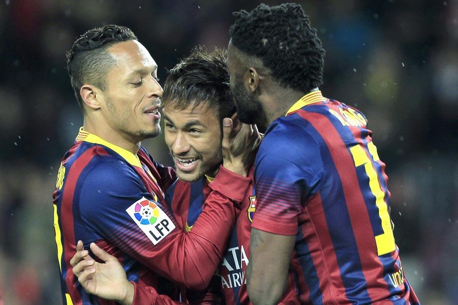 Neymar puso el 3-0 en el minuto 66 tras rematar ante la marca de dos defensas. (Foto: EFE)