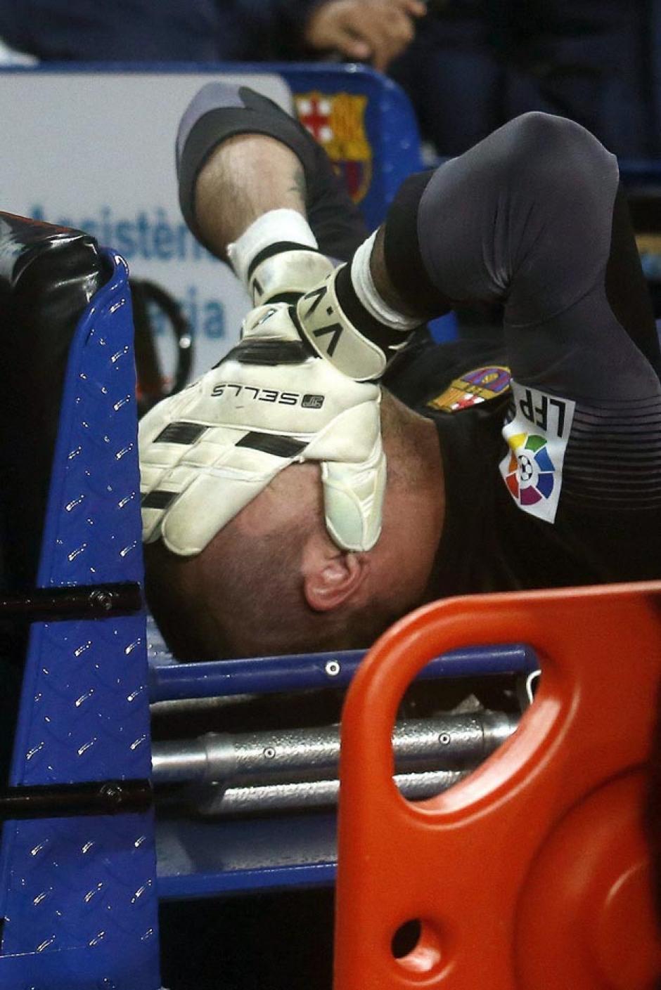 El guardameta Víctor Valdés se lesionó al minuto 21 y fue sustituido al 24' por Pinto. (Foto: EFE)