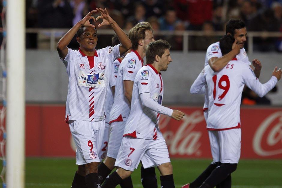 Los jugadores del Sevilla celebran el gol conseguido al minuto 18. (Foto: EFE)