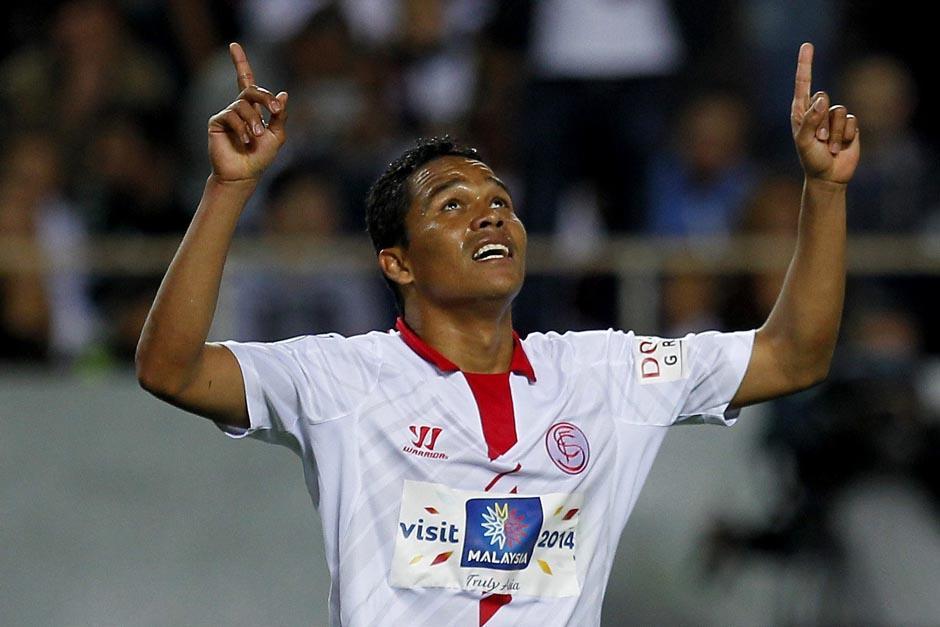 El colombiano Bacca fue el hombre del partido al anotar los dos goles del Sevilla. (Foto: EFE)