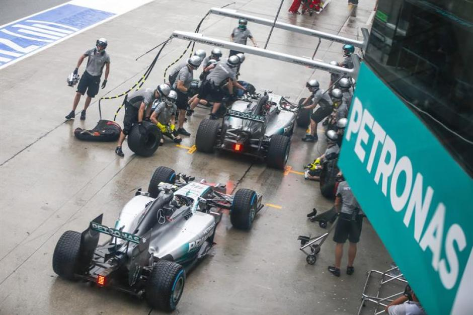 La escurdería Mercedes tiene motivos de sobra para celebrar en lo que va de temporada en la F1. (Foto: EFE)