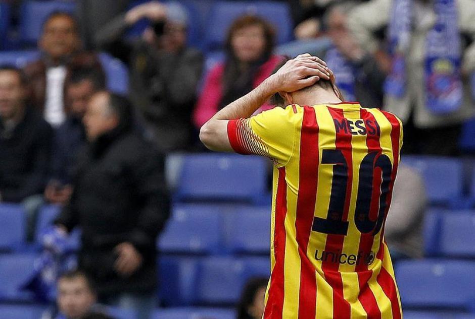 Lionel Messi se lamenta por una ocasión de gol fallada. (Foto: EFE)