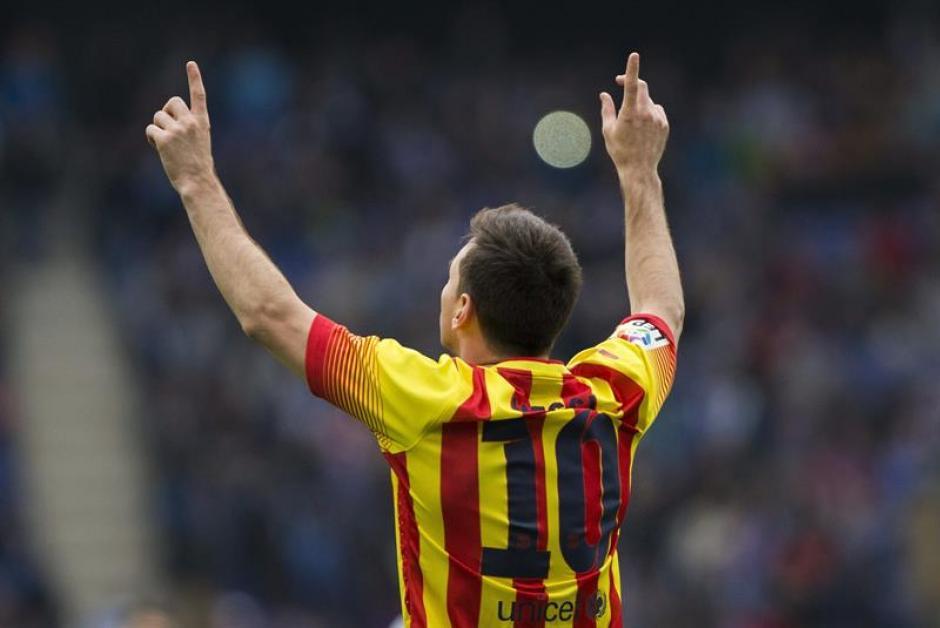 El delantero argentino del Barcelona, Lionel Messi, celebra el gol que marcó de penalti ante el Espanyol. (Foto: EFE)