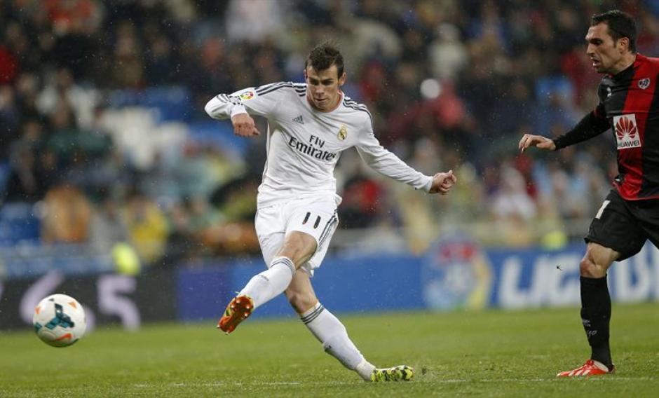 El momento en el que Gareth Bale marca su segundo gol y el cuarto del Real Madrid. (Foto: EFE)